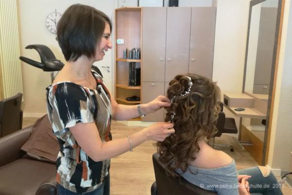 festliche Frisur mit Haarschmuck